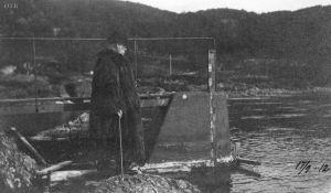 Sam Eyde befarer dammen 1912 - Foto ØTB-Videoarkivet