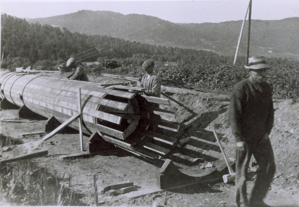 Bygging av rørledning. Foto: NVEs fotoarkiv