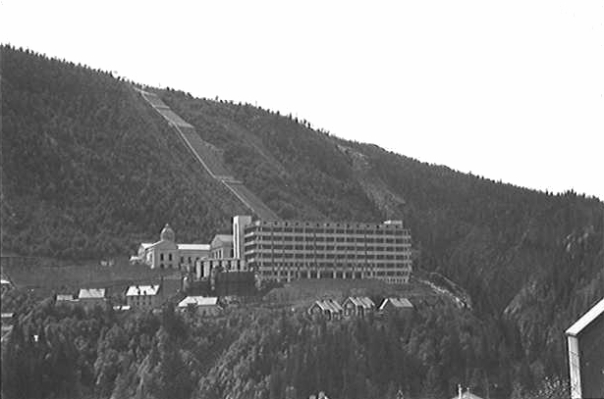 Vemork kraftverk i 1935, før krigen brøt ut. Foto: ukjent. Wikimedia commons