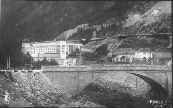 Kraftstasjonen Såheim ca 1920. Foto: Oppi Kunstforlag/NVEs fotoarkiv
