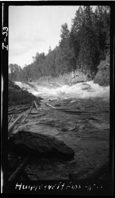 Hoggtveitfoss Ca. 1 km nordøst for Styrvoll kirke. Numedalslågen. Foto: Nils Gamnes, 1920/NVEs fotoarkiv