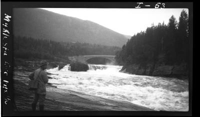 Myklestufoss og bro, Veggli ved Numedalslågen. Foto: Nils Gamnes, 1920/NVEs fotoarkiv