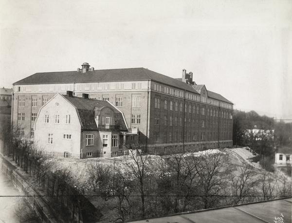 Rikshospitalets kvinneklinikk, wilse, 1914, oslo museum.jpg