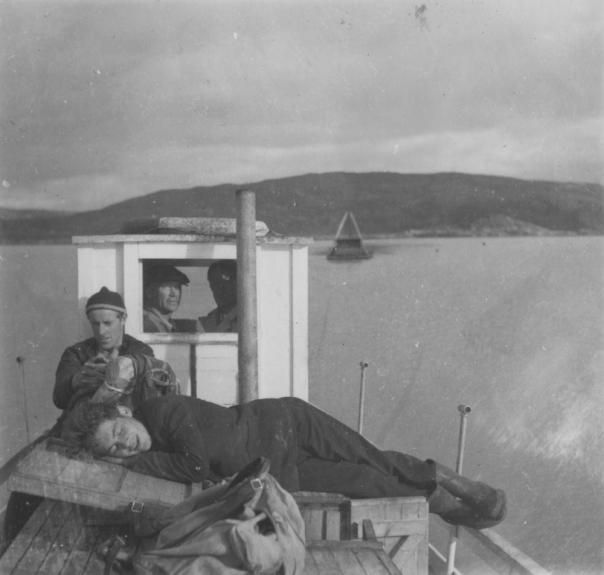 Thorleif Hoffs album 1, side 45. Album fra Thorleif Hoff som dokumenterer anleggsvirksomheten i Glomfjord på 1950-tallet