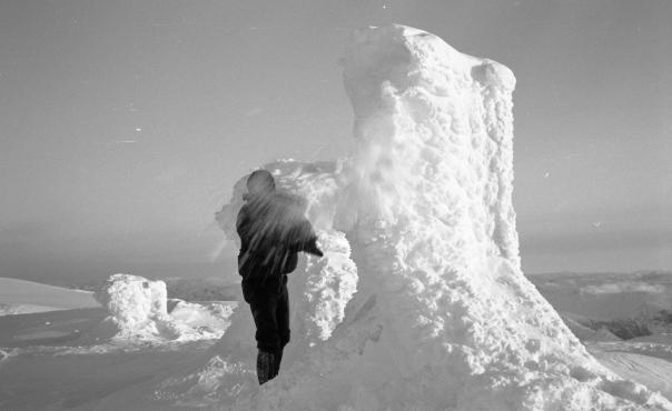 Meteorologisk bur graves frem