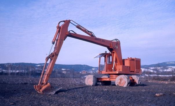 Brøyt gravemaskin M23